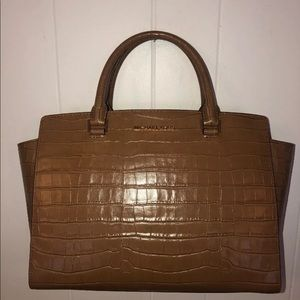 MICHAEL KORS SELMA LG TZ SATCHEL Walnut SHOULDER